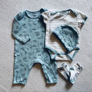 Chick pea 0-3 month raccoon print outfit set